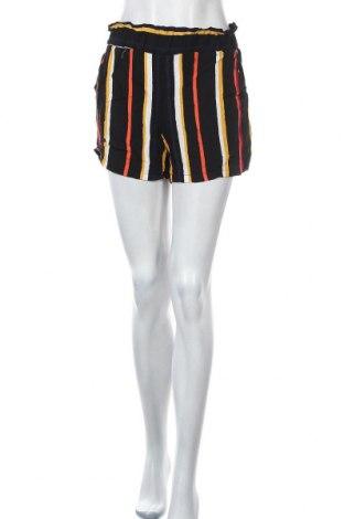 Дамски къс панталон Takko Fashion, Размер S, Цвят Многоцветен, Вискоза, Цена 13,23лв.