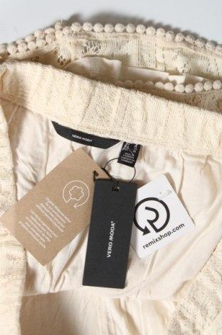 Дамски къс панталон Vero Moda, Размер XL, Цвят Екрю, 82% памук, 18% полиамид, Цена 13,23лв.