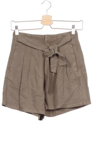 Дамски къс панталон Vero Moda, Размер XS, Цвят Зелен, Лиосел, Цена 36,75лв.