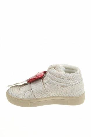 Дамски обувки Desigual, Размер 38, Цвят Бял, Еко кожа, Цена 47,25лв.