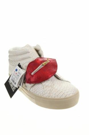 Дамски обувки Desigual, Размер 40, Цвят Бял, Еко кожа, Цена 47,25лв.