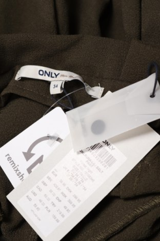 Дамски панталон ONLY, Размер XS, Цвят Зелен, 97% полиестер, 3% еластан, Цена 15,32лв.