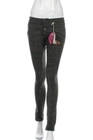 Дамски панталон Please, Размер M, Цвят Зелен, 97% памук, 3% еластан, Цена 21,93лв.