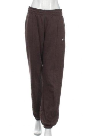 Γυναικείο αθλητικό παντελόνι Nike, Μέγεθος S, Χρώμα Καφέ, 80% βαμβάκι, 20% πολυεστέρας, Τιμή 37,25€