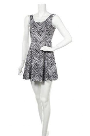 Φόρεμα H&M Divided, Μέγεθος S, Χρώμα Λευκό, 95% πολυεστέρας, 5% ελαστάνη, Τιμή 5,63€