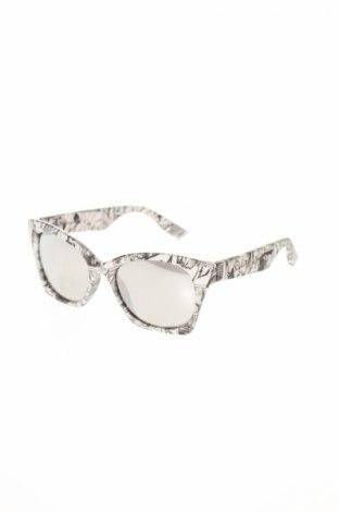 Слънчеви очила Alexander Mcqueen, Цвят Бял, Цена 238,77лв.