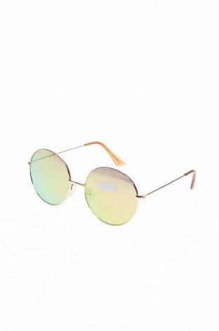 Слънчеви очила Guess, Цвят Златист, Цена 71,60лв.