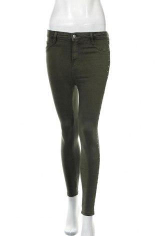 Дамски дънки Bershka, Размер S, Цвят Зелен, 79% памук, 18% полиестер, 3% еластан, Цена 15,42лв.