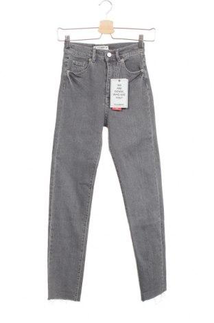 Дамски дънки Pull&Bear, Размер XXS, Цвят Сив, 99% памук, 1% еластан, Цена 44,25лв.