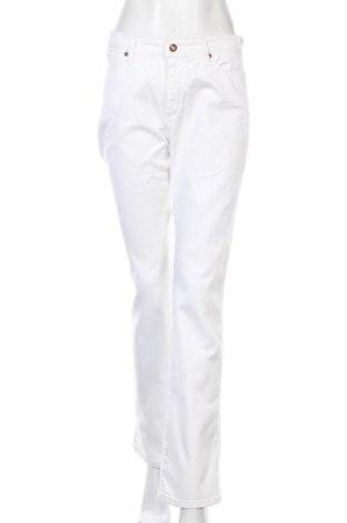 Дамски дънки Wrangler, Размер M, Цвят Бял, 98% памук, 2% еластан, Цена 15,50лв.