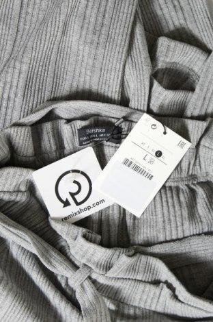 Дамски панталон Bershka, Размер L, Цвят Сив, 95% полиестер, 5% еластан, Цена 13,76лв.