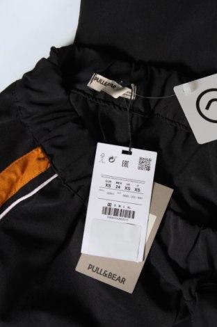 Дамски панталон Pull&Bear, Размер XS, Цвят Черен, 63% полиестер, 34% вискоза, 3% еластан, Цена 14,88лв.