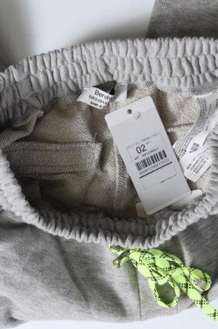 Дамско спортно долнище Bershka, Размер S, Цвят Сив, 83% памук, 17% полиестер, Цена 33,00лв.