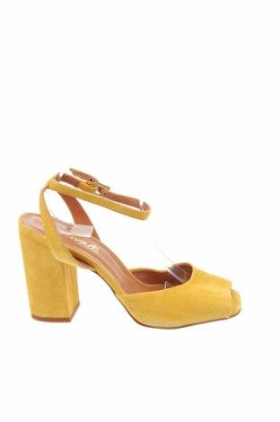 Сандали L'intervalle, Размер 40, Цвят Жълт, Естествен велур, Цена 49,29лв.