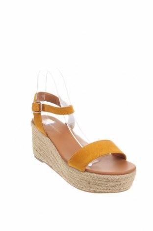 Σανδάλια New Look, Μέγεθος 40, Χρώμα Κίτρινο, Κλωστοϋφαντουργικά προϊόντα, Τιμή 18,95€