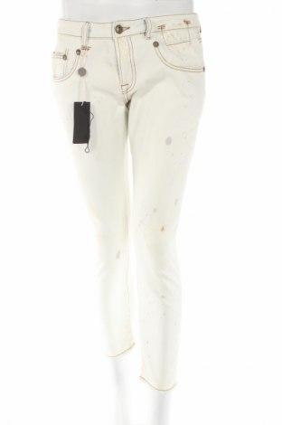 Дамски дънки R 13, Размер M, Цвят Син, 98% памук, 2% други нишки, Цена 667,50лв.