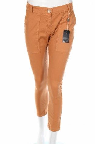 Pantaloni de femei Amy Gee