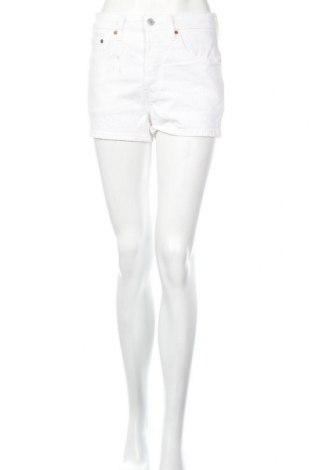 Дамски къс панталон Levi's, Размер S, Цвят Бял, 97% памук, 2% полиестер, 1% еластан, Цена 89,00лв.