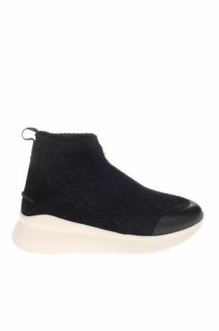 Încălțăminte de damă Ugg Australia, Mărime 38, Culoare Negru, Velur natural, textil, Preț 628,95 Lei