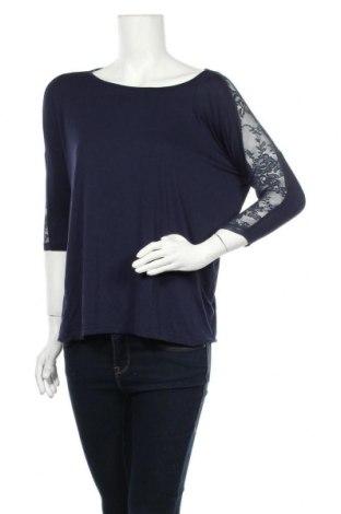 Дамска блуза Soaked In Luxury, Размер S, Цвят Син, 94% вискоза, 6% еластан, Цена 16,07лв.