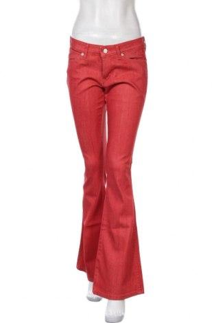 Дамски дънки Wrangler, Размер M, Цвят Червен, 98% памук, 2% еластан, Цена 42,72лв.