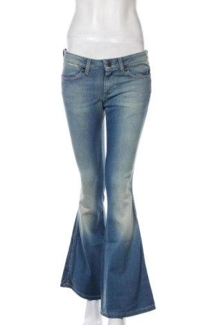 Дамски дънки Wrangler, Размер M, Цвят Син, 98% памук, 2% еластан, Цена 42,72лв.