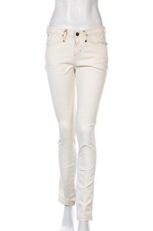 Дамски дънки Wrangler, Размер M, Цвят Екрю, 98% памук, 2% еластан, Цена 23,04лв.