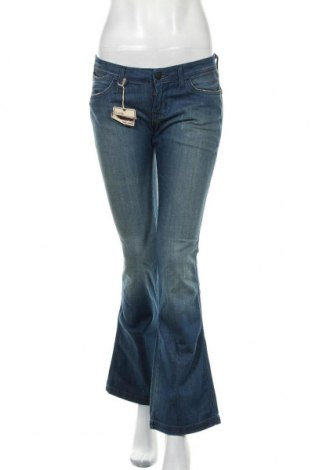 Дамски дънки Wrangler, Размер M, Цвят Син, 98% памук, 2% еластан, Цена 39,27лв.