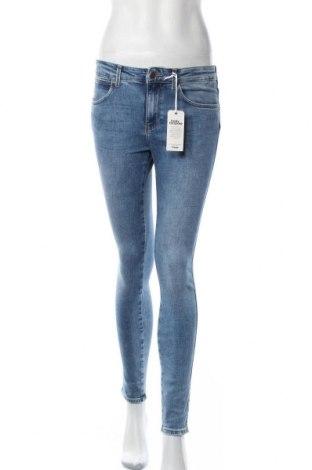 Дамски дънки Wrangler, Размер M, Цвят Син, 92% памук, 8% еластан, Цена 131,36лв.
