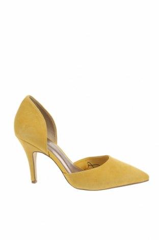 Дамски обувки Tamaris, Размер 40, Цвят Жълт, Естествен велур, Цена 42,57лв.