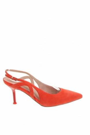 Дамски обувки Tamaris, Размер 38, Цвят Червен, Естествен велур, Цена 89,25лв.