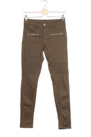 Дамски панталон H&M Divided, Размер XS, Цвят Зелен, 72% памук, 25% полиестер, 3% еластан, Цена 3,91лв.