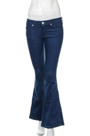 Дамски панталон Wrangler, Размер S, Цвят Син, 98% памук, 2% еластан, Цена 33,44лв.