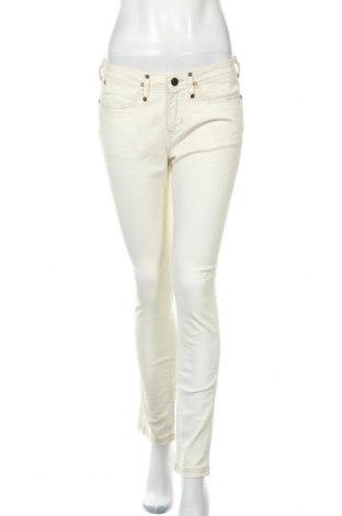 Дамски панталон Wrangler, Размер M, Цвят Бежов, 98% памук, 2% еластан, Цена 31,16лв.