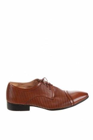 Мъжки обувки, Размер 41, Цвят Кафяв, Естествена кожа, Цена 31,92лв.