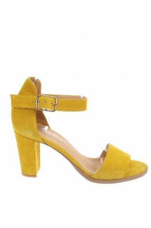 Σανδάλια Pavement, Μέγεθος 38, Χρώμα Κίτρινο, Φυσικό σουέτ, Τιμή 27,28€