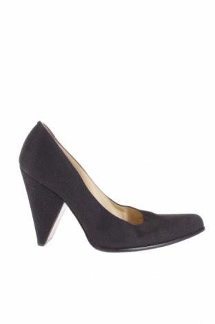 Γυναικεία παπούτσια Miu Miu