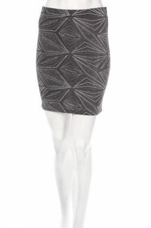 Пола H&M Divided, Размер S, Цвят Сребрист, 94% полиамид, 3% еластан, 3% метални нишки, Цена 4,56лв.