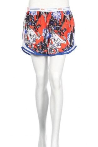 Дамски къс панталон Nike, Размер L, Цвят Многоцветен, 100% полиестер, Цена 66,75лв.