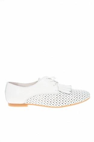 Дамски обувки Andre, Размер 38, Цвят Бял, Естествена кожа, Цена 51,17лв.