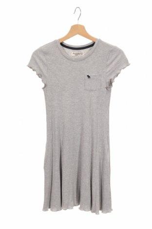 Детска рокля Abercrombie Kids, Размер 13-14y/ 164-168 см, Цвят Сив, 95% вискоза, 5% еластан, Цена 46,93лв.