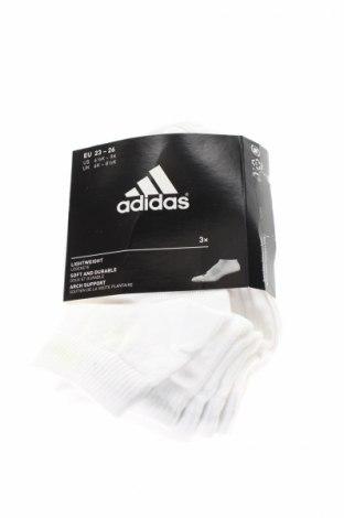 Set Adidas, Mărime 4-5y/ 110-116 cm, Culoare Alb, 60% bumbac, 36% poliester, 3% elastan, 1% poliamidă, Preț 62,52 Lei