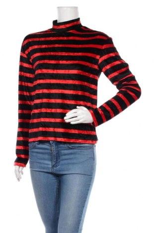 Дамска блуза Mtwtfss Weekday, Размер S, Цвят Черен, 72% вискоза, 28% полиестер, Цена 17,01лв.