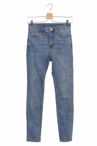 Дамски дънки Mtwtfss Weekday, Размер XS, Цвят Син, 99% памук, 1% еластан, Цена 27,93лв.