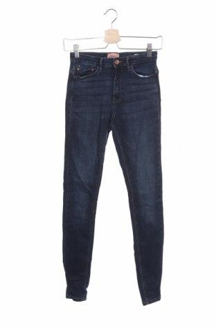 Дамски дънки ONLY, Размер XS, Цвят Син, 98% памук, 2% еластан, Цена 19,40лв.