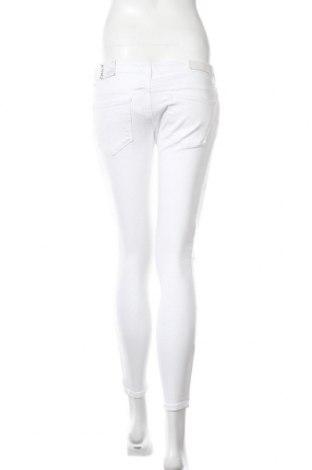 Дамски дънки ONLY, Размер M, Цвят Бял, 98% памук, 2% еластан, Цена 11,01лв.