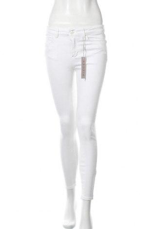 Дамски дънки Pieces, Размер S, Цвят Бял, 92% памук, 6% полиестер, 2% еластан, Цена 9,57лв.