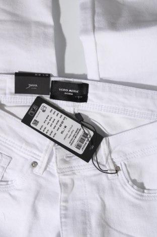 Дамски дънки Vero Moda, Размер M, Цвят Бял, 79% памук, 18% полиестер, 3% еластан, Цена 19,48лв.