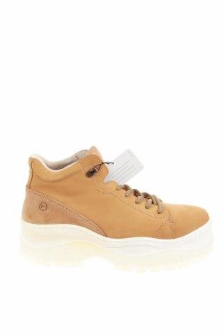 Дамски обувки Tamaris, Размер 41, Цвят Кафяв, Естествена кожа, Цена 76,45лв.