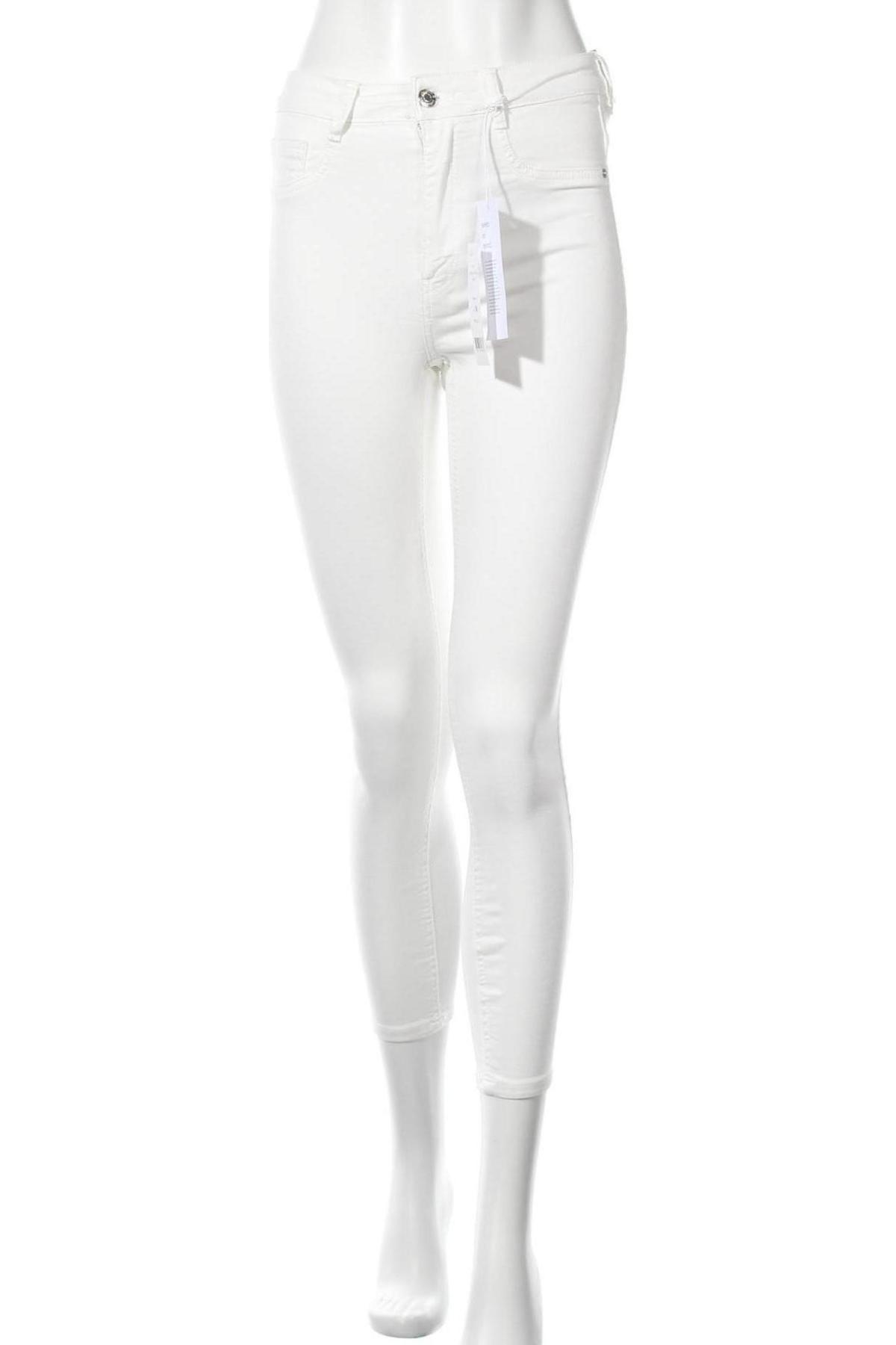 Дамски дънки Perfect Jeans By Gina Tricot, Размер M, Цвят Бял, 98% памук, 2% еластан, Цена 18,75лв.